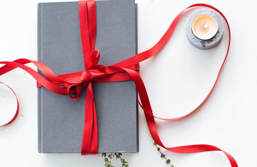 19 Romantic Gift Ideas for Her (Classy Girlfriend)